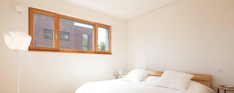 Holzfenster im Holzhaus