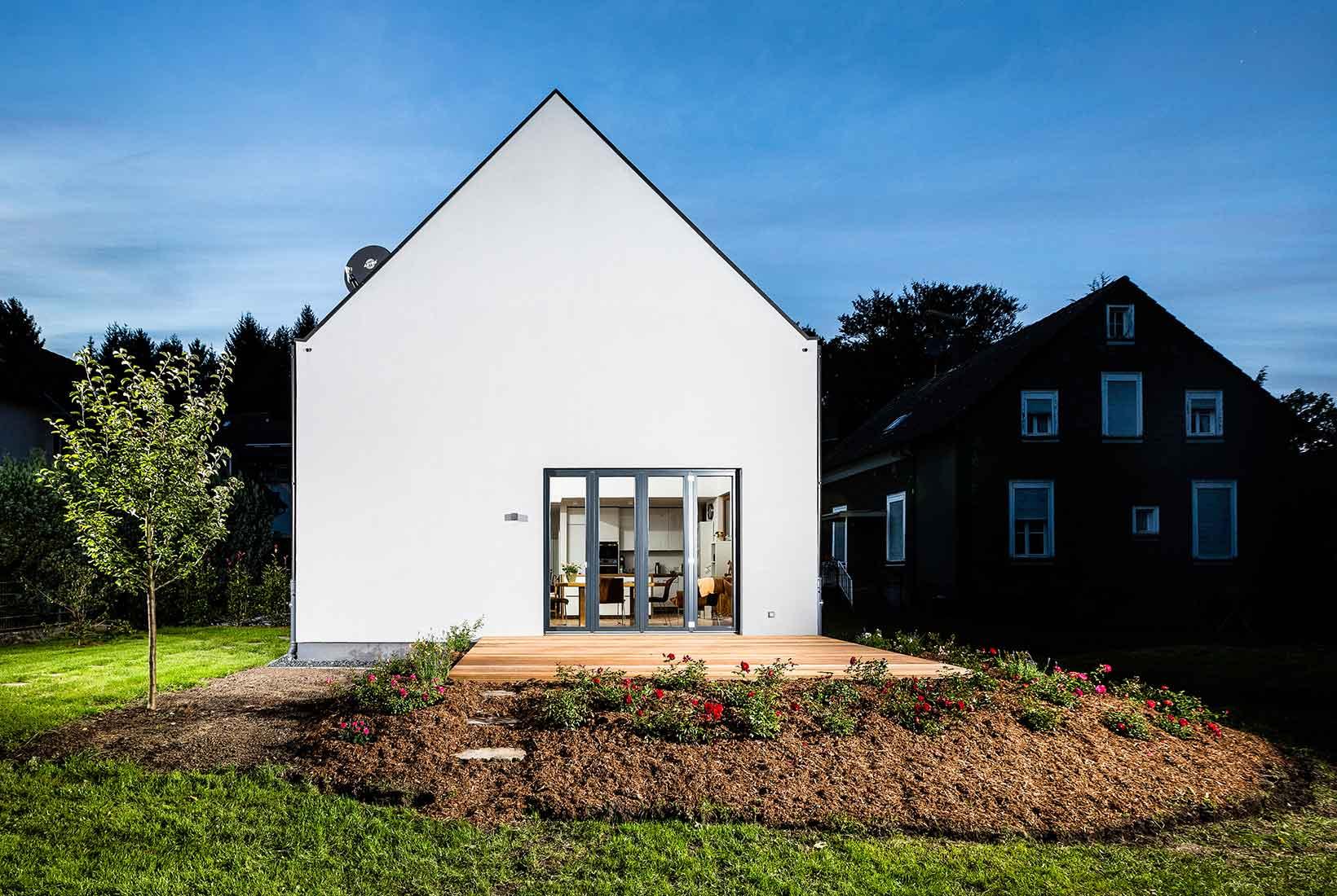 holzhaus bauen in 6 schritten zum einfamilienhaus aus holz. Black Bedroom Furniture Sets. Home Design Ideas